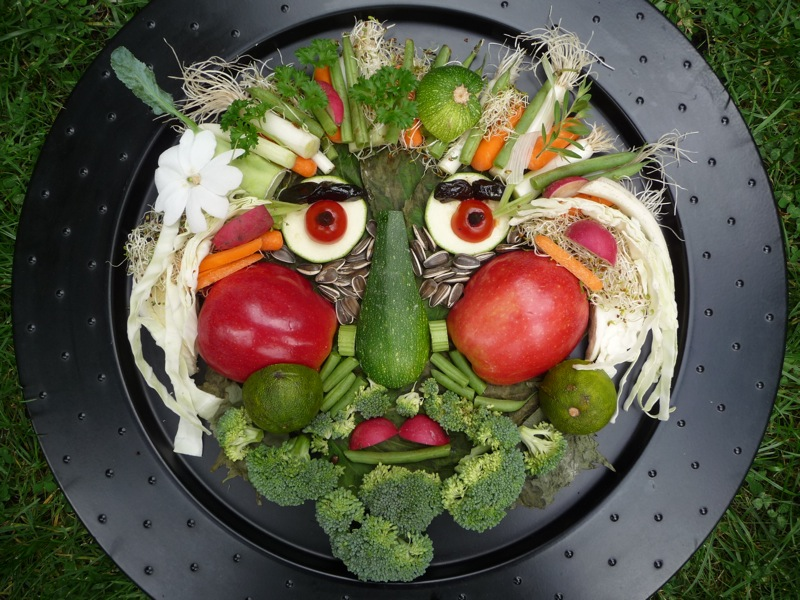 Edible Vegetable Crafts http://artclubblog.com/2011/06/19/edible-portraits/