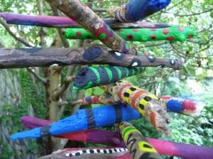 מקלות עץ צבעוניים