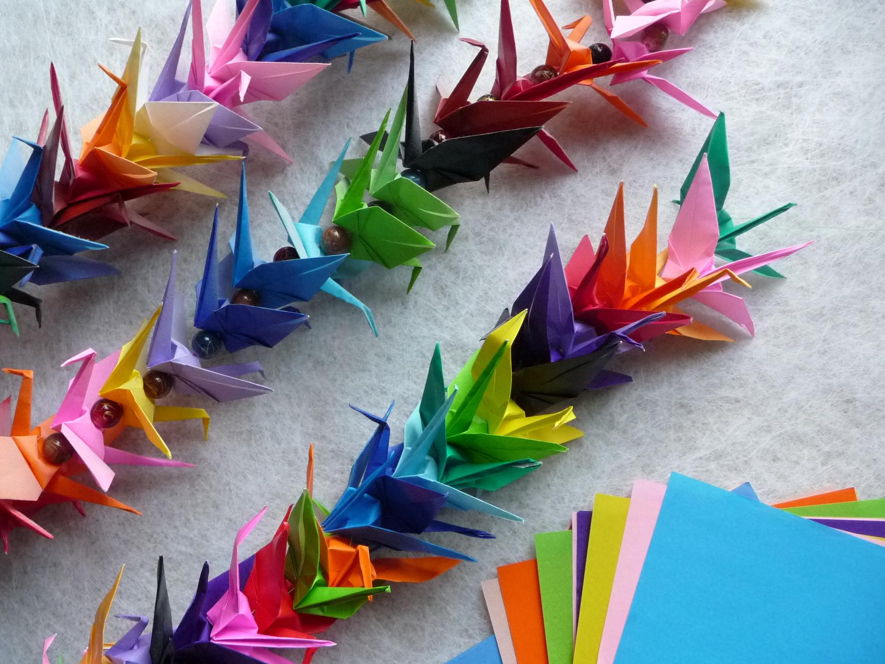 Origami crane chain artclubblog for How yo make a paper crane