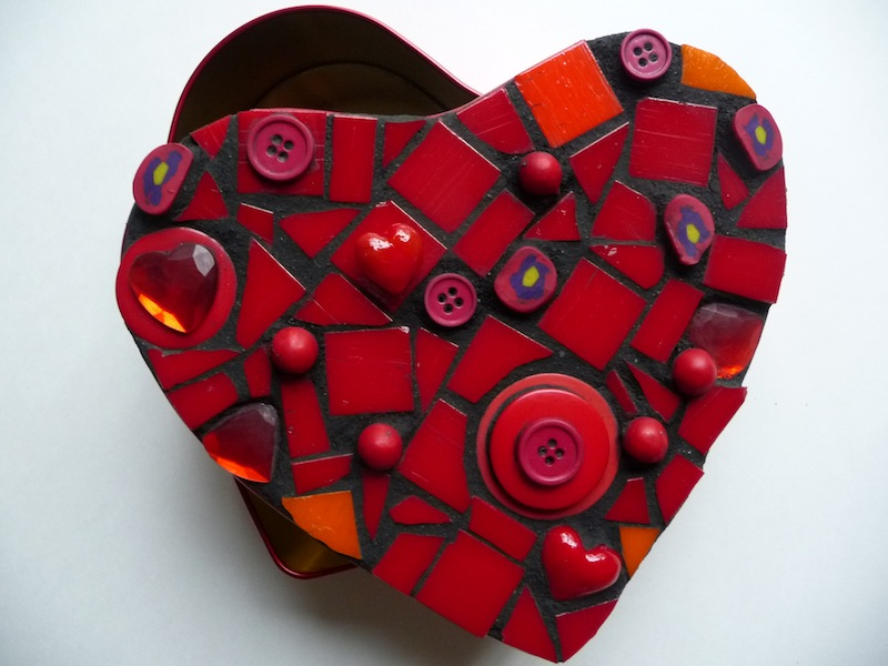 Mosaic Heart Box | ArtClubBlog